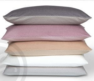 Belladonna Sommerdecke wollweiß von Formesse - das Kissen ist nicht im Lieferumfang enthalten